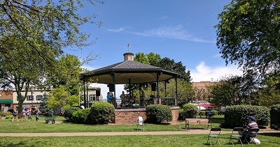 Woodstock_market_bandstand