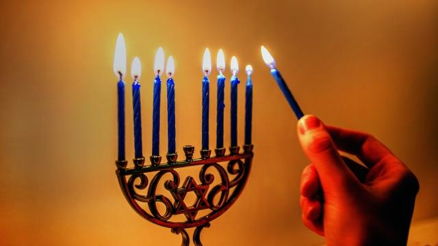 Celebrating-Hanukkah-Frugally
